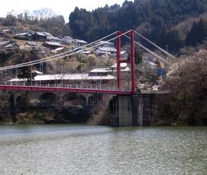 月ヶ瀬ダムに架かる吊橋
